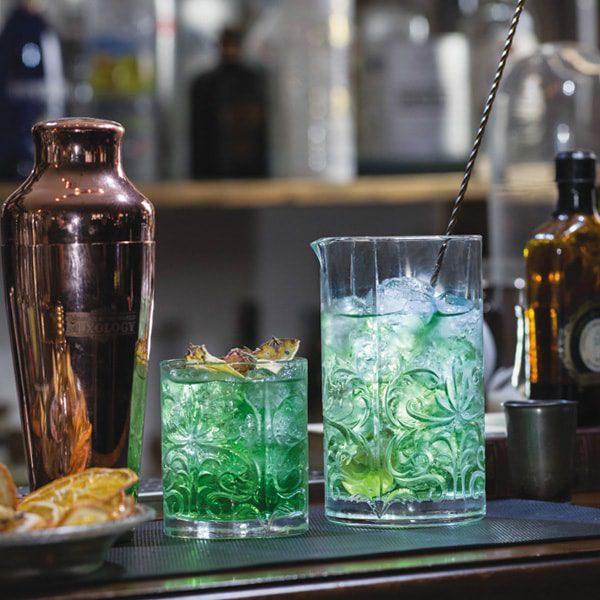 mixinga glass cocktails